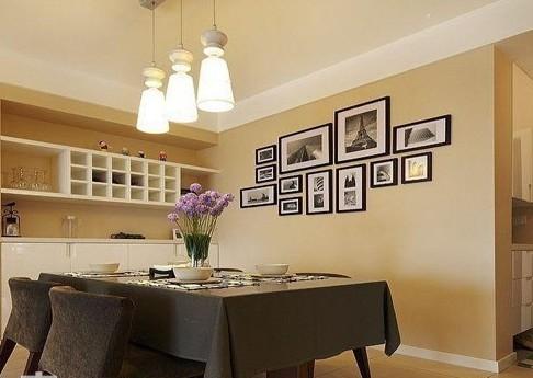 家庭小酒柜装修效果图:餐桌旁的嵌入式酒柜,隐藏空间的同时还有实木