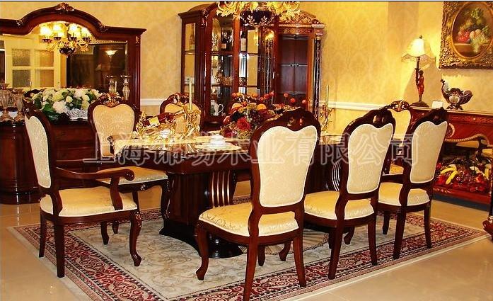而欧式家具延续了17世纪至19世纪皇室贵族家具的特点,讲究手工精细的