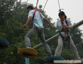 背摔   拓展训练项目:雷阵取水    拓展训练拓展训练项目:孤岛求生