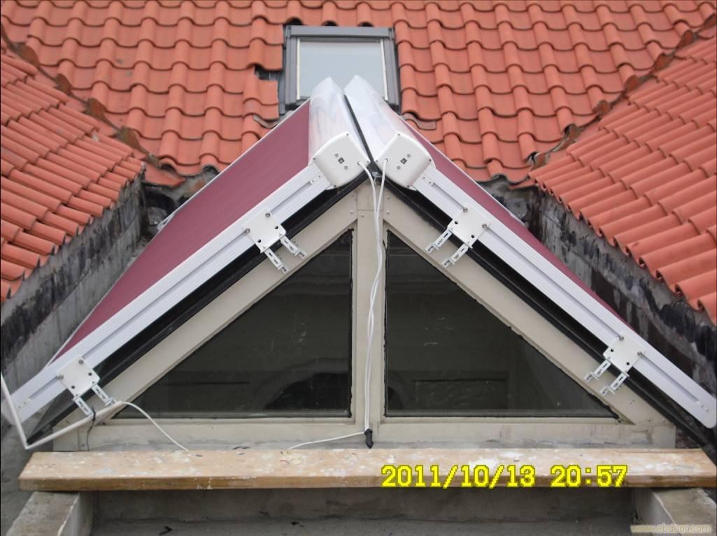 户外天幕采用坚固的铝合金骨架结构,防腐防锈,轻巧又牢固,防水抗风能力极强,一年四季都能替建筑灵活遮挡阳光。可在屋顶上形成一个15厘米高的流动空气夹层,单这隔热的因素将使夏天顶层房间的温度反而比下层低4摄氏度左右,冬天则相反,称得上是冬暖...
