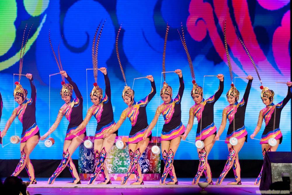 抖空竹表演--中国民族文化艺术