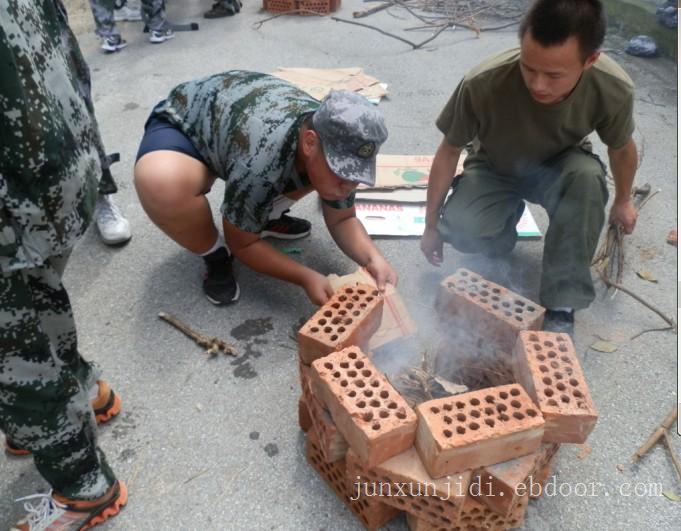 上海西点中学生军事训练冬令营2013军事冬令营做领袖少年