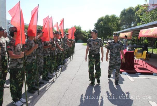 上海西点企业团队军训军训基地生活只是那一杯水