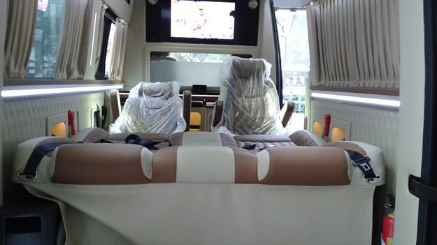 奔驰5.9米商务房车