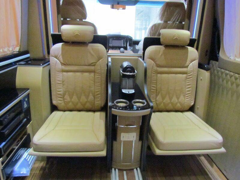 最新款奔驰7+2豪华商务房车