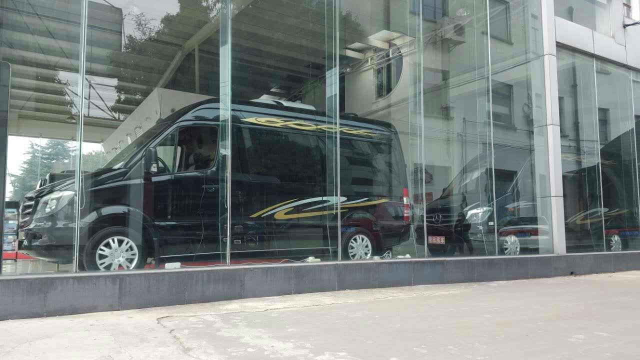 最新款9座豪华奔驰商务房车