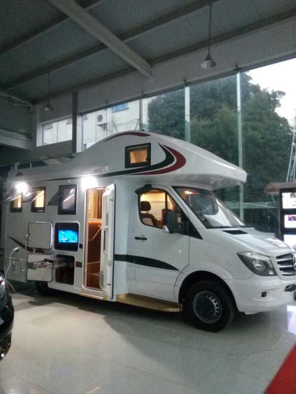 2017最新款豪华双拓展旅居房车
