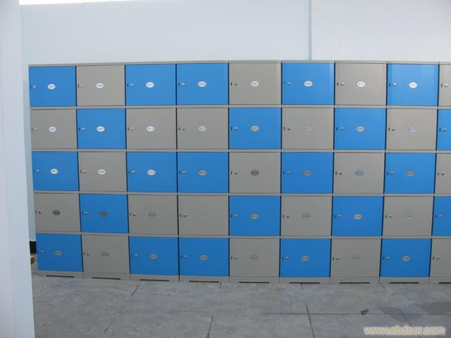 塑料六门更衣柜