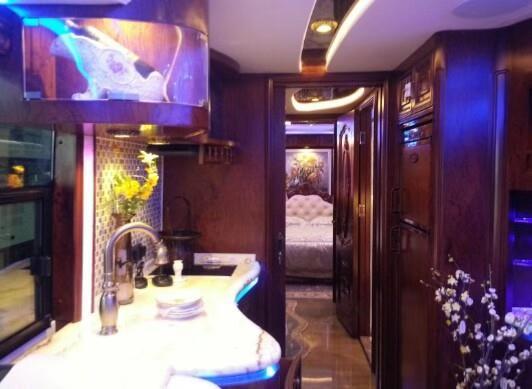 2018最新豪华版大巴房车已重磅登陆上海隆欣展厅