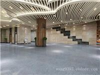 酒店大堂造型木纹铝方通吊顶  弧形铝方通  木纹墙面铝方通定制