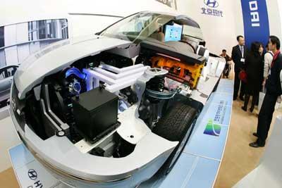 节能环保汽车展开幕 燃料电池车充电一次跑六百公里