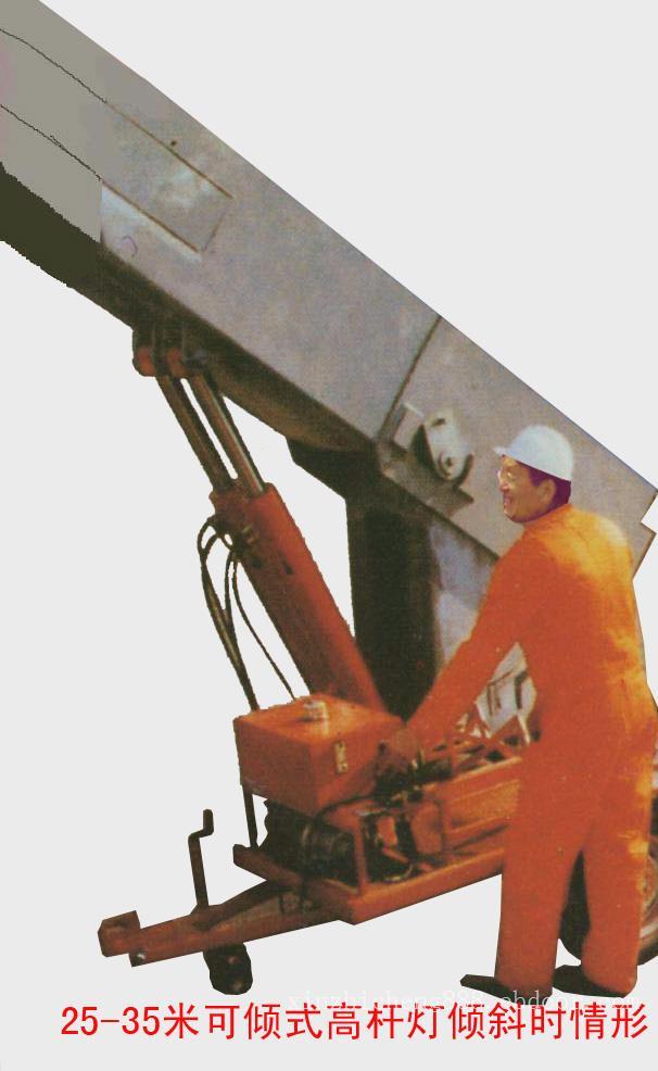 可倾式高杆路灯施工